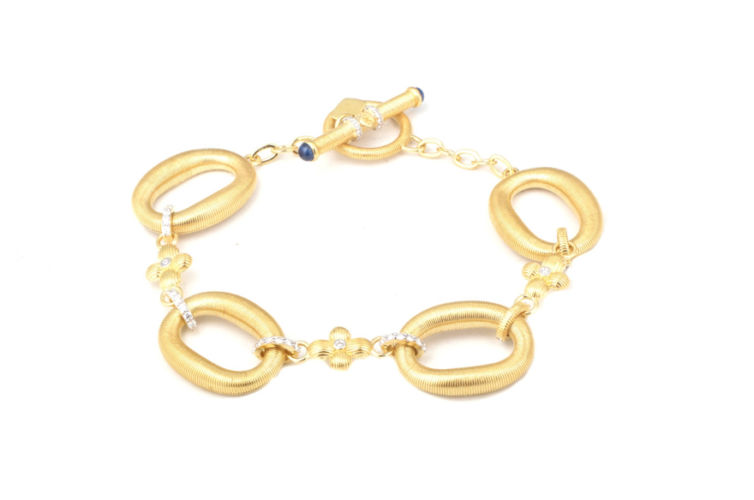 18K Oval Link Bracelet with Diamond Clover Station and Toggle Closure