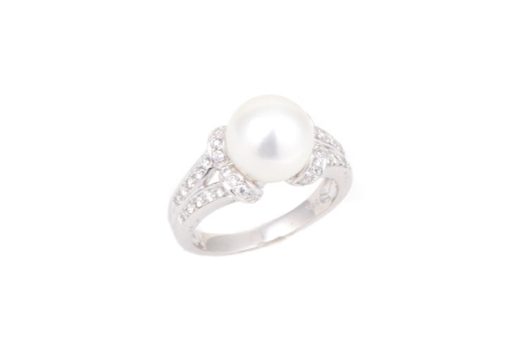 14K Split Shank Diamond and Pearl Ring